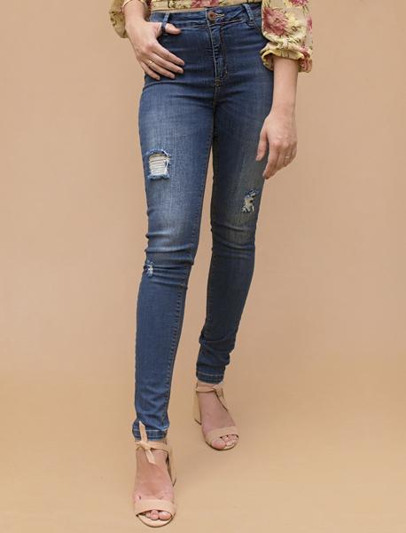 Calça Jeans Slim com lavagem used e puídos